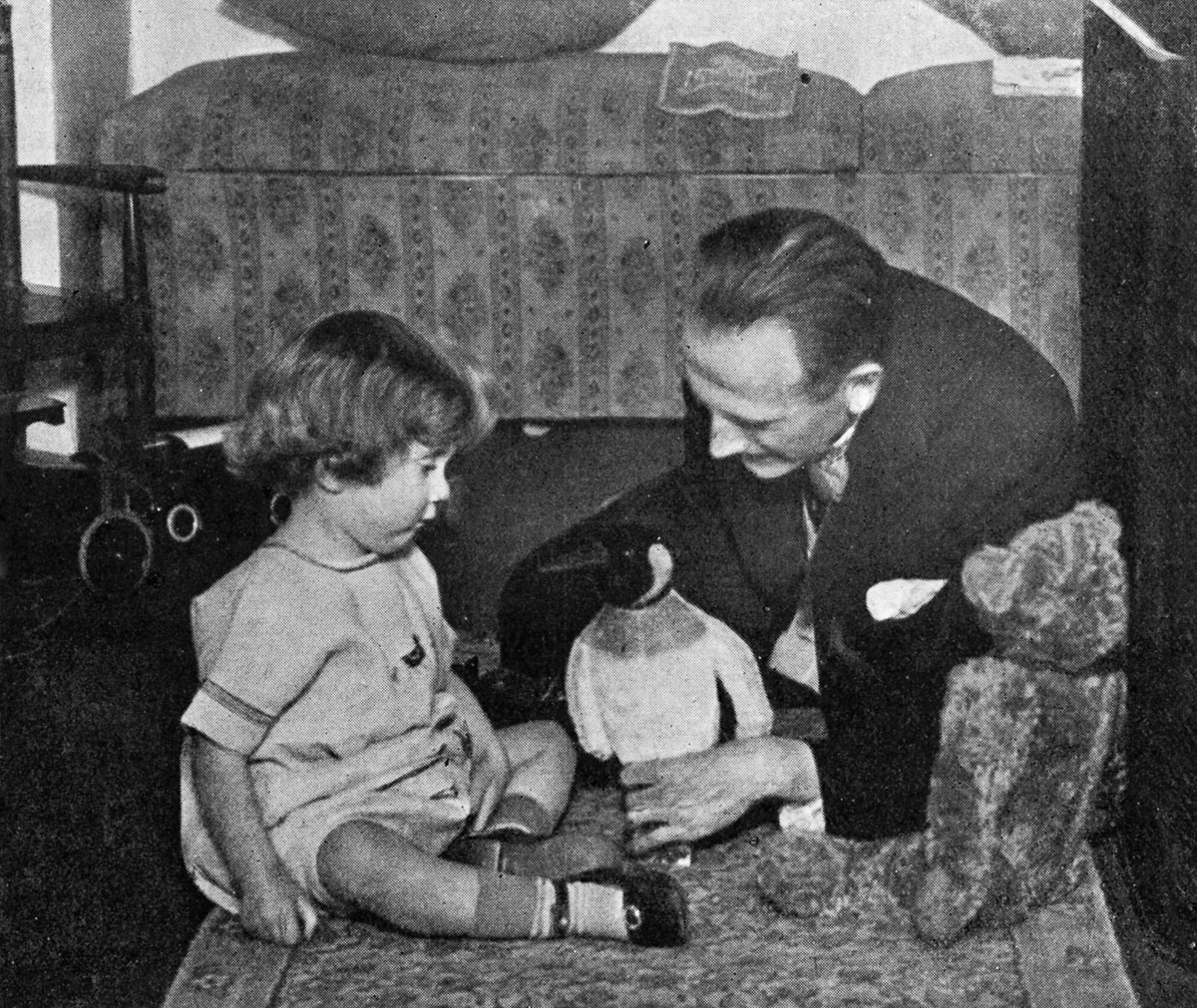 Ալեքսանդր Միլնը և Քրիստոֆեր Ռոբինի Վինի Թուխի հետ