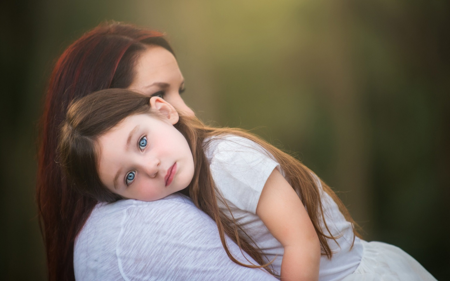 mother-and-child-mom-look-mood-happy-lovely-protection-photo-wallpaper