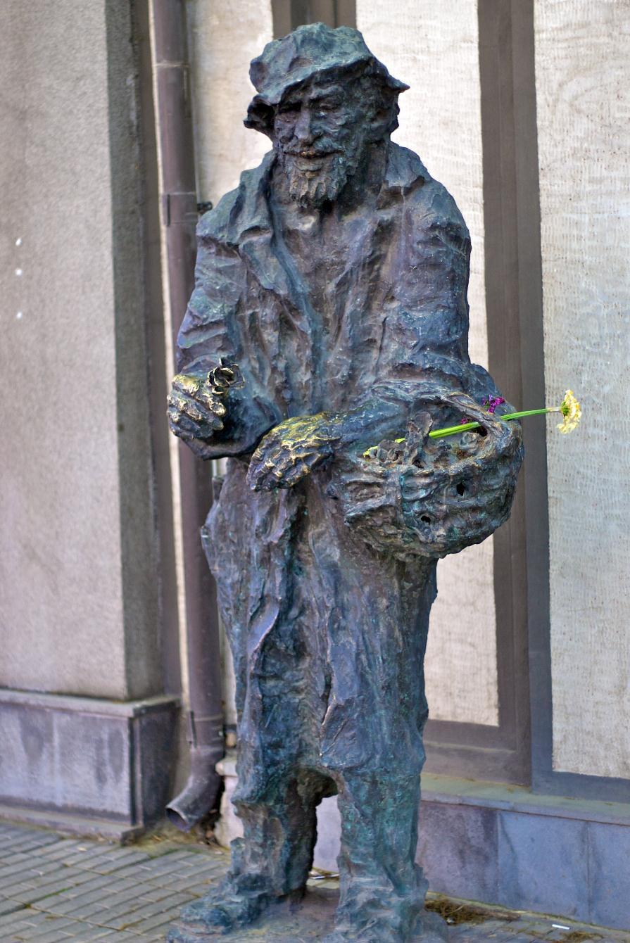 Karabala_Yerevan_statue