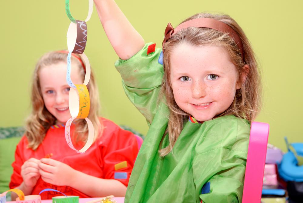 KidsplayingatChristmas_shutterstock