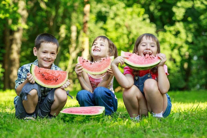 watermelon-kids-eating-watermelon