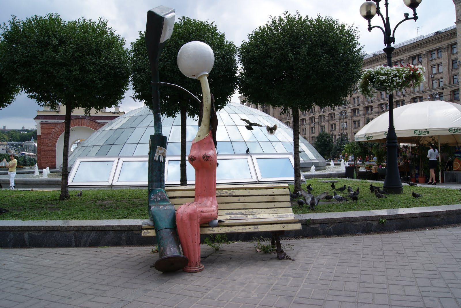 Երկու սիրահար լուսատուների արձանը Կիևում