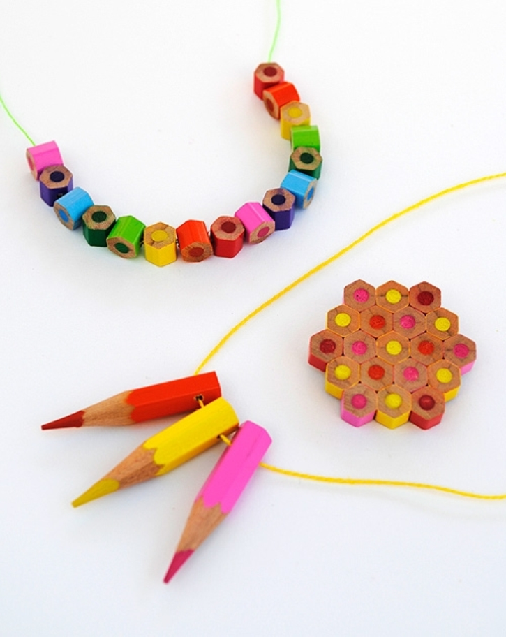hand made վզնոց մատիտներից